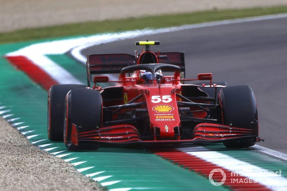 """F1: Sainz diz que quer fim de limites de pista """"artificiais"""" e prefere grama e brita"""