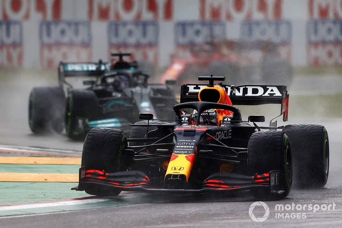 Red Bull: Mercedes attempting to pressure us with'favourite' label thumbnail