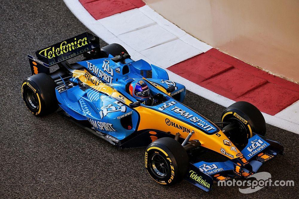 GALERÍA: el reencuentro de Alonso con el Renault R25 en Abu Dhabi