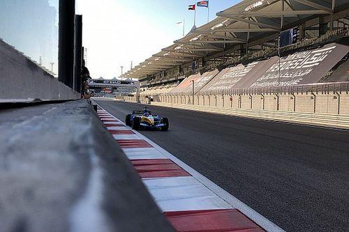 Fernando Alonso, V10 motorlu Renault R25 ile Abu Dhabi'yi inletmeye başladı!