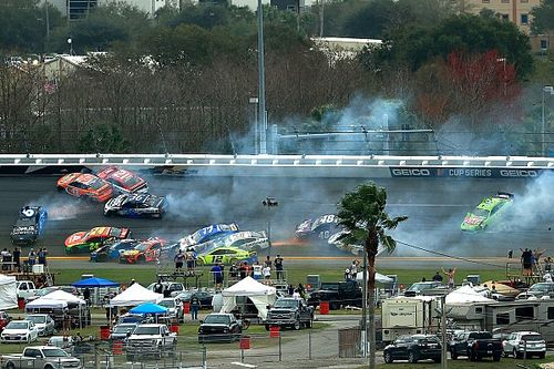 Massive wreck takes out several Daytona 500 contenders early