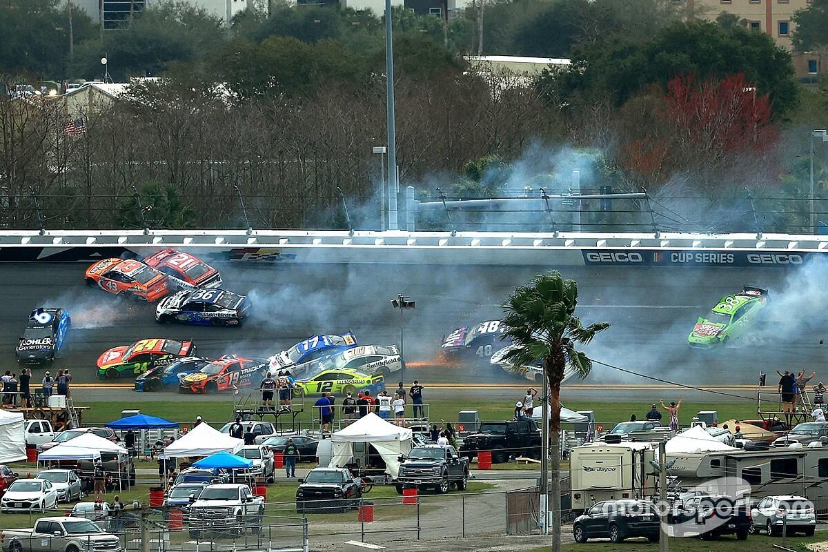 Kecelakaan Hebat Daytona 500 Libatkan Banyak Pembalap
