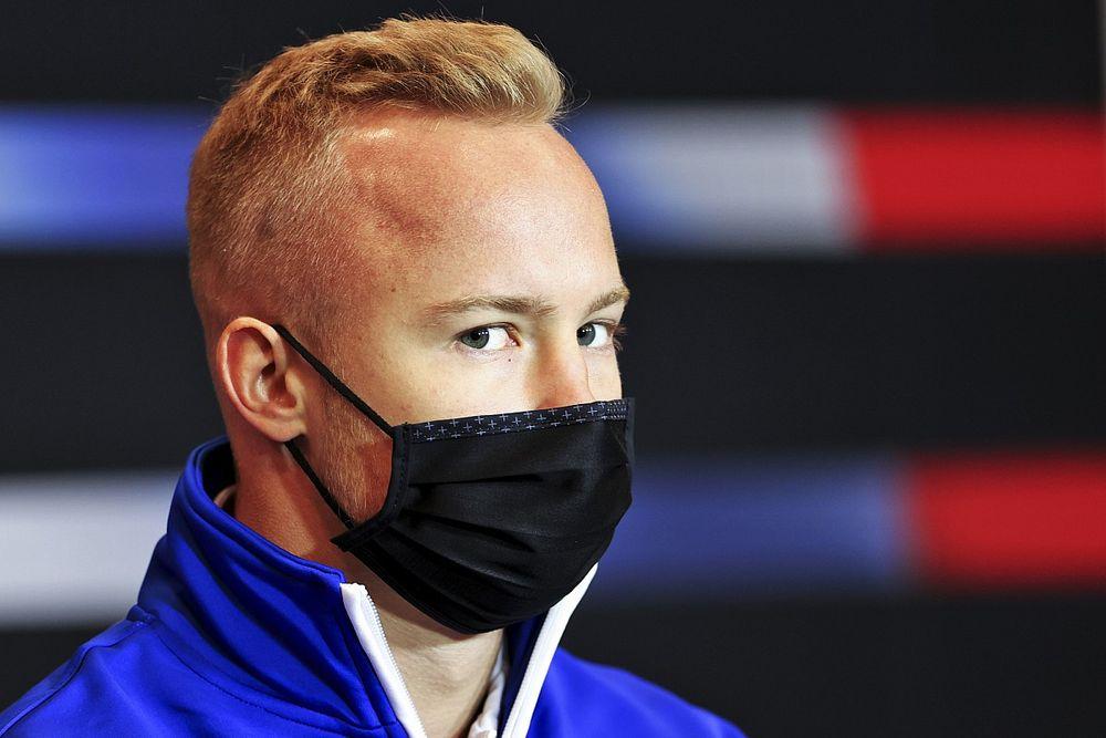 F1: Mazepin comenta sobre vídeo com mulher e diz que não fez upload nas redes sociais
