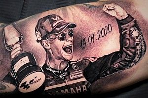 Quartararo tatua... se stesso per la prima vittoria in MotoGP!