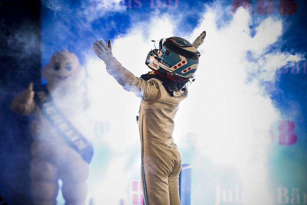 De Vries pakt na bizarre uitvalrace wereldtitel Formule E