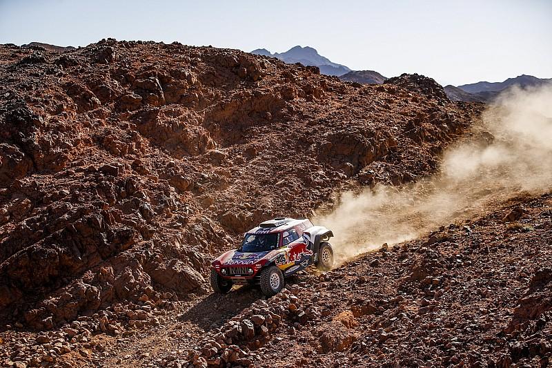 Sainz nyerte a harmadik szakaszt a Dakaron, Alonso nagyot ment az 5. helyen