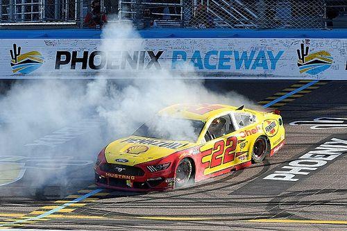 NASCAR in Phoenix: Joey Logano gewinnt verrücktes Rennen