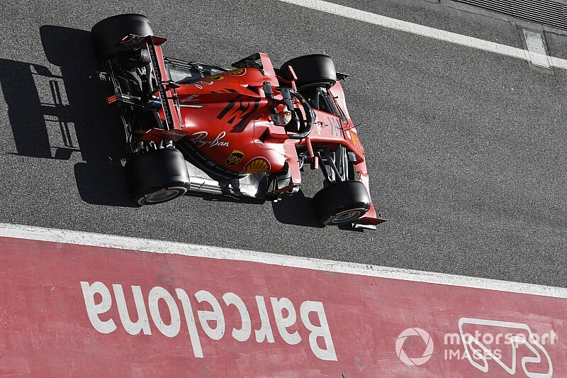 Vettel lidera quinto dia de testes em Barcelona; Hamilton tem problema no motor