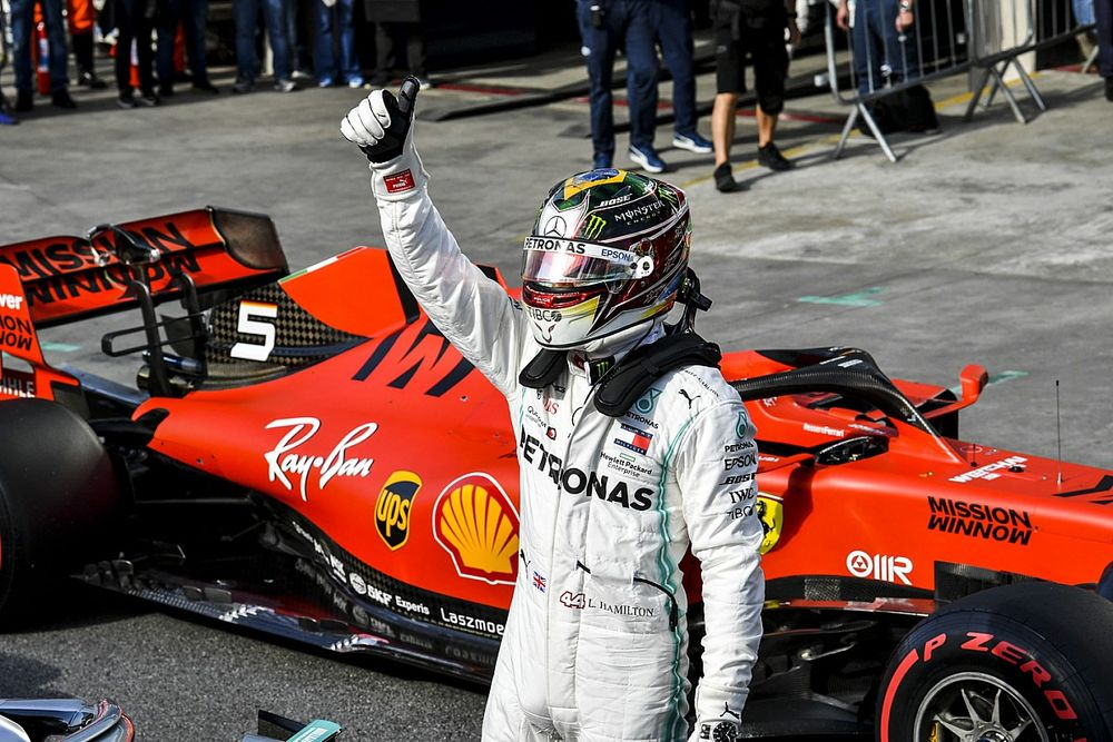 "Wolff ""totally okay"" if Hamilton has had talks with Ferrari"
