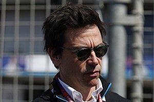 Mercedes, F1 fabrikasının üç hafta daha kapalı kalmasını bekliyor