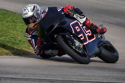 Márquez vuelve a subirse a una moto tras su operación