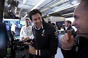A Mercedesnél jövőre szabadabb kezet adhatnak a versenyzőknek