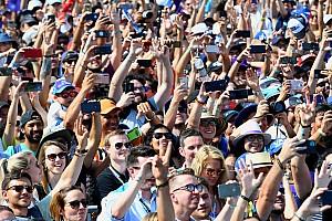 Választás előtt a szurkolók: sosem fedte még ennyire egymást a MotoGP és az F1 naptárja