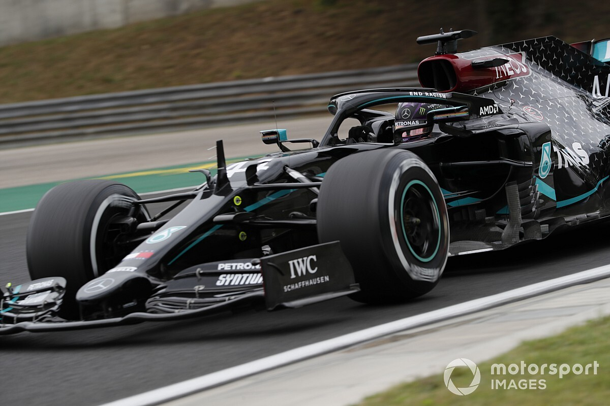 A Mercedes részben választ adott arra, mitől is füstöl fehéren a motor