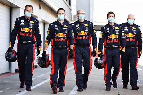 Nagy és látványos képgaléria a Red Bull F1-es tesztjéről Silverstone-ból