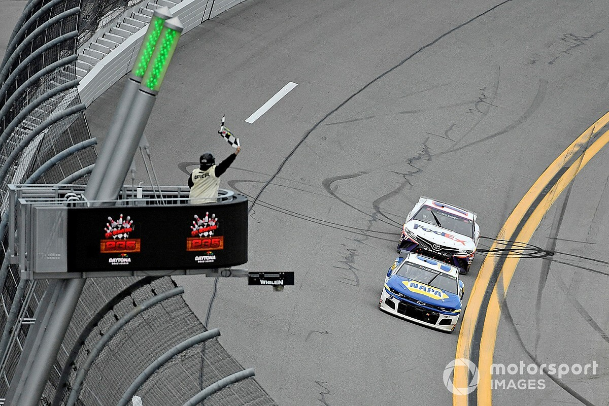 Hamlin just wanted to keep Elliott 'honest' in final laps