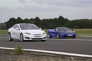 Videó: Csak a Tesla Model S képes megállítani a McLaren 720S-t?