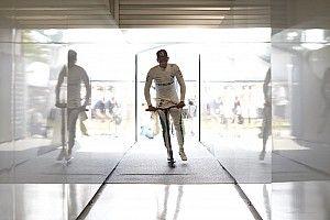 Hamilton varázslatos kört futott, Verstappené felért egy győzelemmel