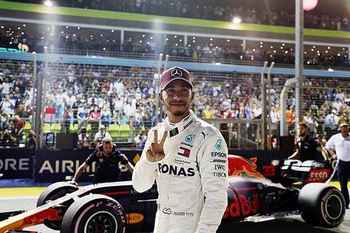 """Hamilton da el golpe con una pole """"épica"""" en Singapur"""