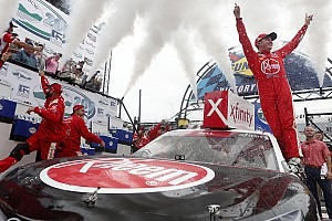 Christopher Bell supera a Custer y gana en Dover
