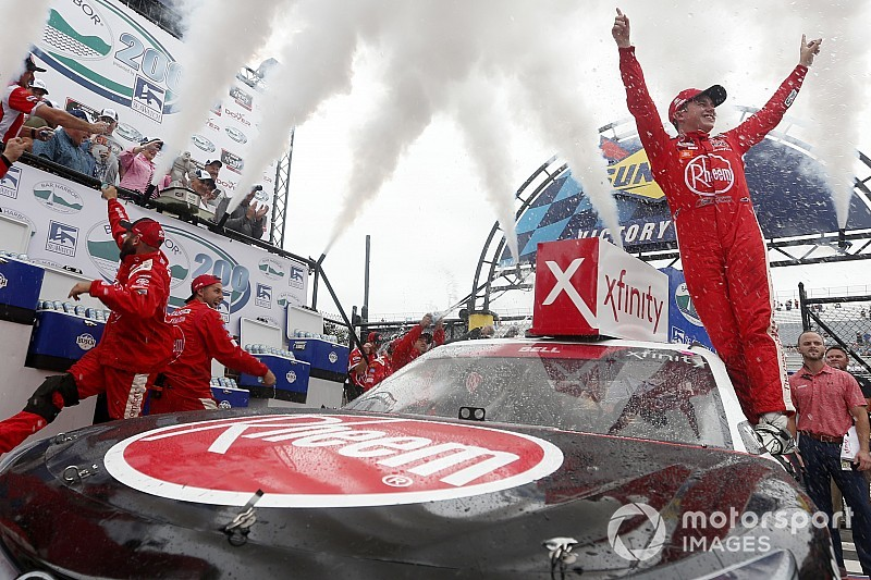 Christopher Bell holds off Custer for Dover Xfinity win