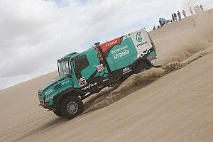 Dakar 2019: De Rooy rompe lo sterzo su una duna, ma non si arrende