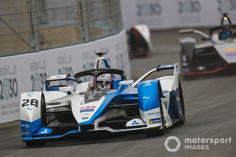 Felix da Costa wint knotsgekke openingsrace Formule E in Riyad