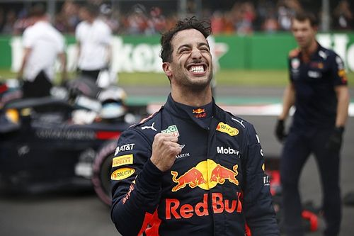 La celebración de la pole de Ricciardo encendió a Verstappen, según su padre
