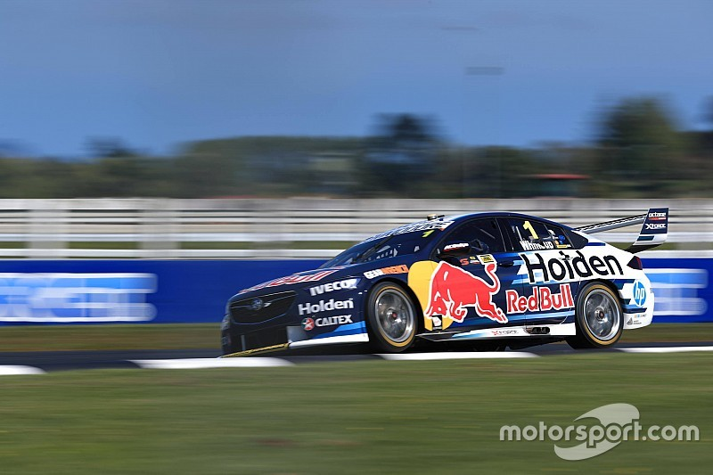 Pukekohe Supercars: Whincup fastest, McLaughlin crashes