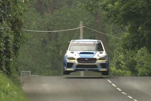 Video: Eine Runde auf der Isle of Man im Rennwagen