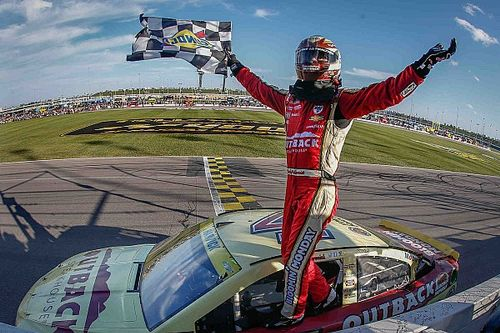 Harvick launches himself into next Chase round with Kansas win