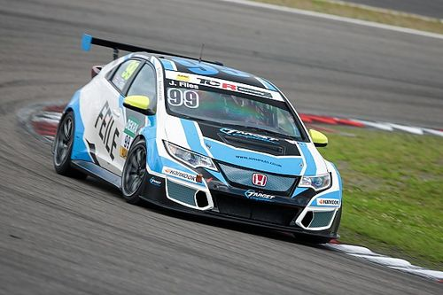 Nürburgring, Gara 1: Files trionfa, stupiscono le Opel Astra
