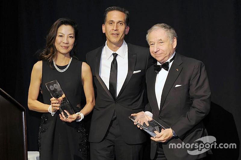 Jean Todt dan istrinya, Michelle Yeoh, menerima penghargaan dari PBB