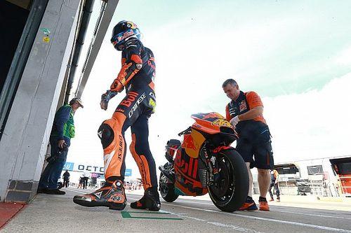 Espargaro terjatuh saat coba ikuti Marquez