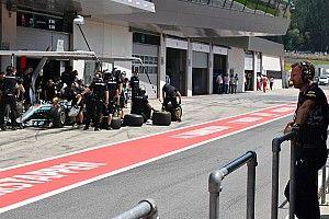 «Отвечать на пит-стоп Mercedes было бессмысленно». Хорнер объяснил тактические решения Red Bull