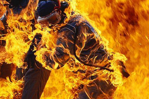 Há 25 anos, pai de Verstappen 'pegava fogo' em reabastecimento caótico na F1: 'Eu não conseguia respirar'