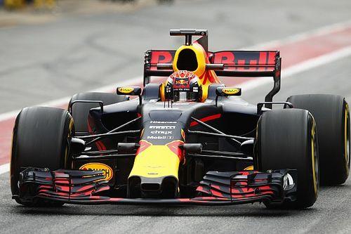 Hamilton mostra curiosidade para ver novidades da Red Bull