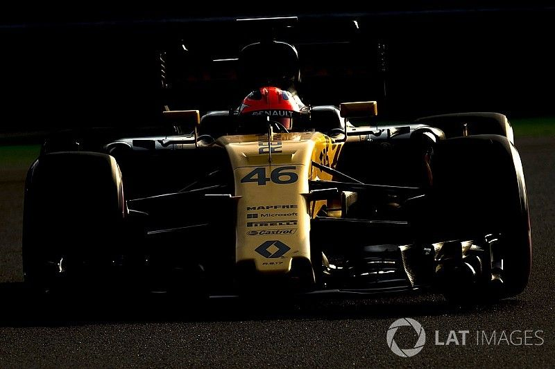 Gallery: Robert Kubica at the wheel of the Renault RS17