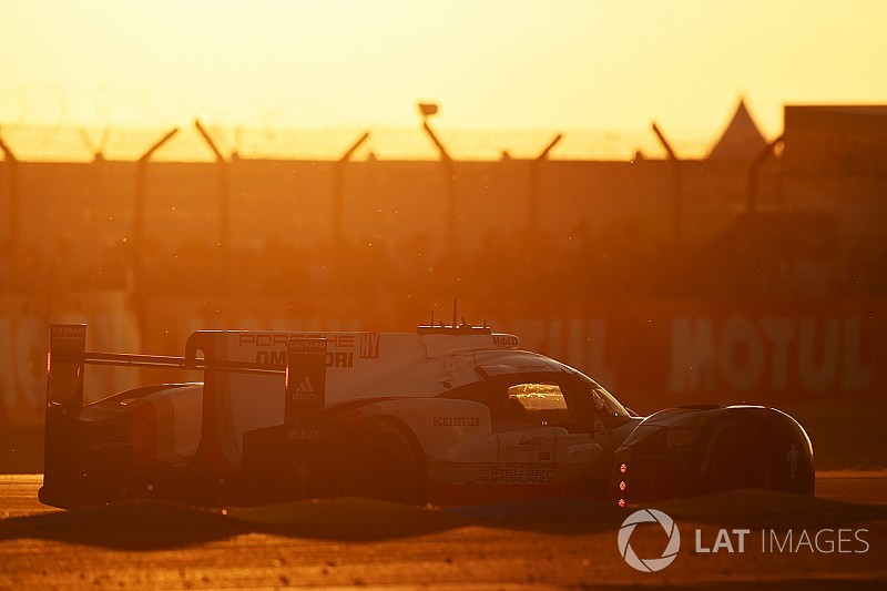 Le Mans 24 Jam: Matahari terbit, Porsche pegang kendali