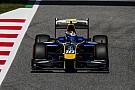 FIA F2 Лидер гонки Ф2 в Испании проиграл из-за отлетевшего в шлем зеркала