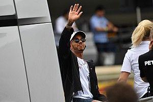 Hamilton şampiyona liderliğini alsa da soğukkanlılığını koruyor