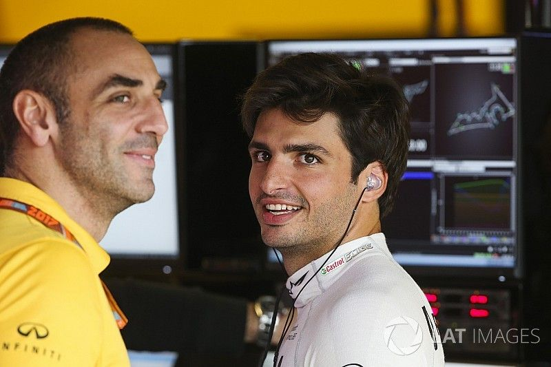 """Renault destaca el """"extraordinario"""" debut de Sainz"""