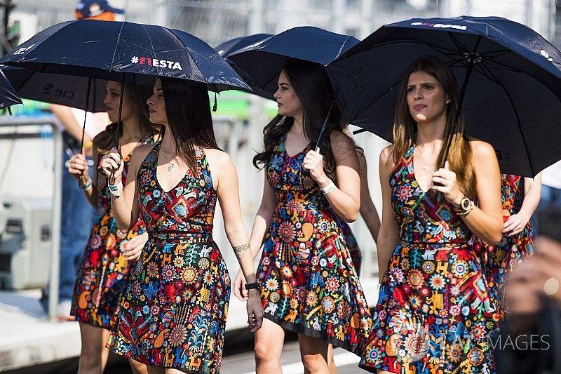 """Ecclestone hits out at """"prudish"""" F1 grid girl ban"""