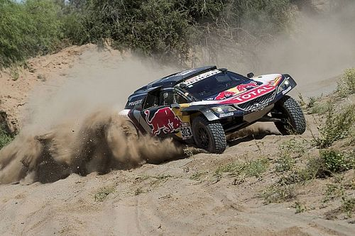 "Dakar, Sainz resta prudente: ""Spero che oggi vada tutto bene"""