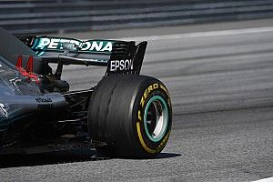 Гонщики Mercedes пожаловались на проблему пузырения шин Pirelli