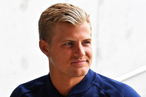Ericsson diz que está preocupado com futuro na F1