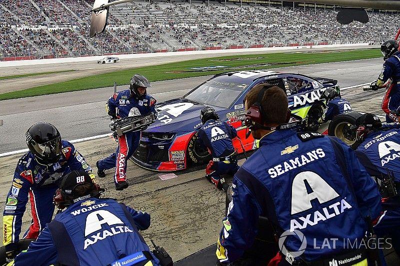 Problems surface with NASCAR-mandated pit guns at Atlanta