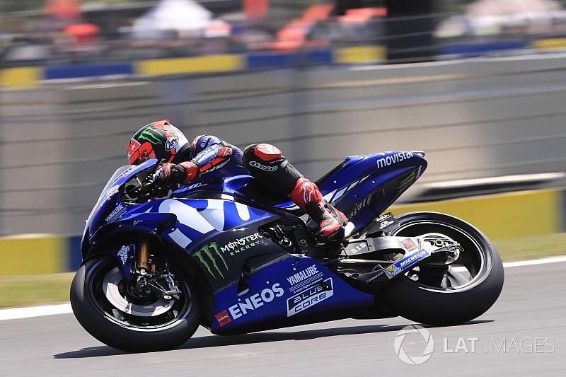 Viñales lidera la tercera práctica, con Rossi tercero