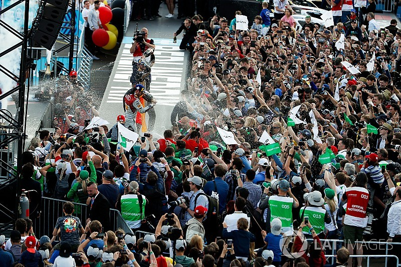 Ecclestone: a Formula E egy kellemes parti, olcsó belépővel