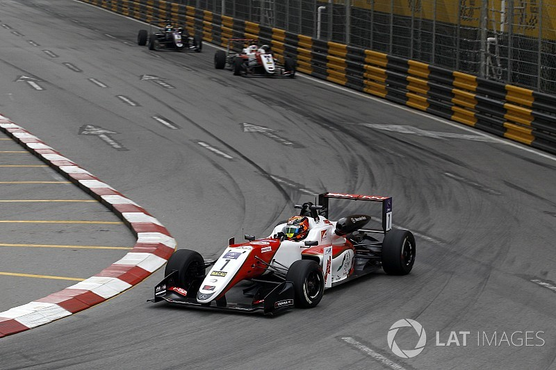 Ilott domine la course qualificative à Macao
